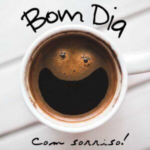 Bom dia feliz com café